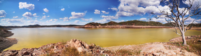 Algal bloom on Lake Pindari. Photo by Chester Merrick